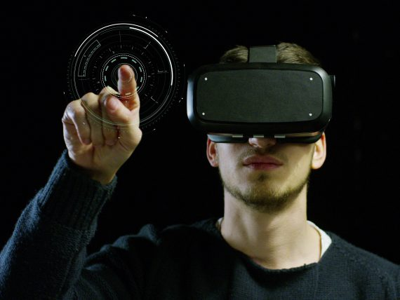 Student using virtual reality in Engineering